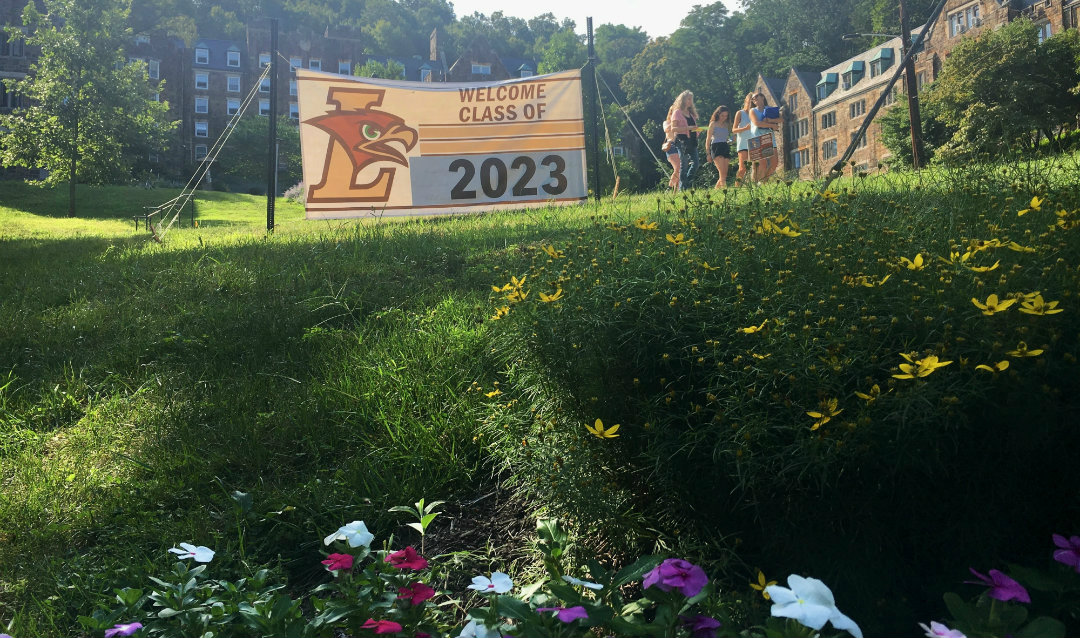 A banner welcomes the Class of 2023 to Lehigh.