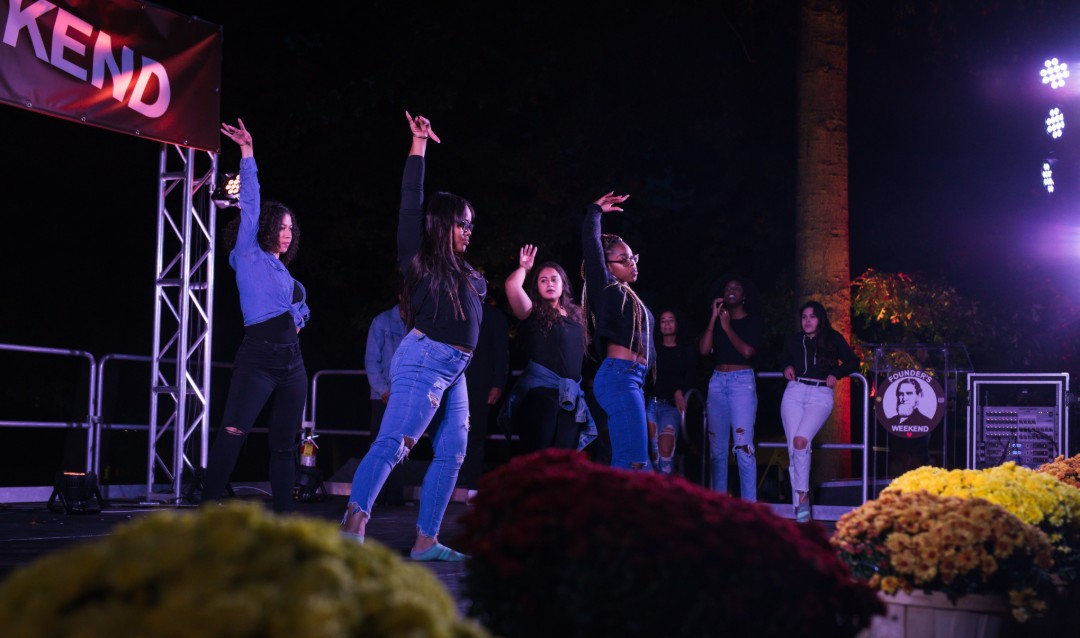 Lehigh students perform at Brown & White BBQ.