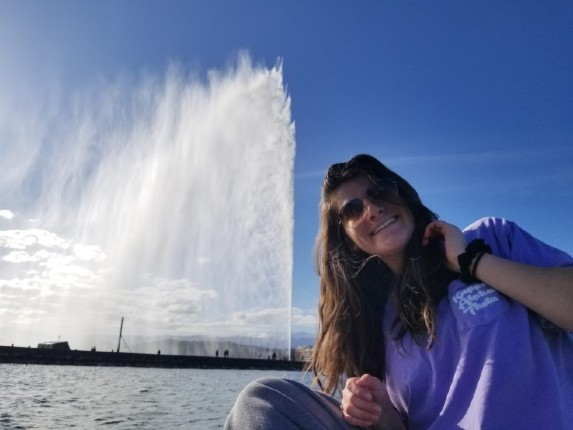 Samantha Margolis in front of the Jet d'Eau