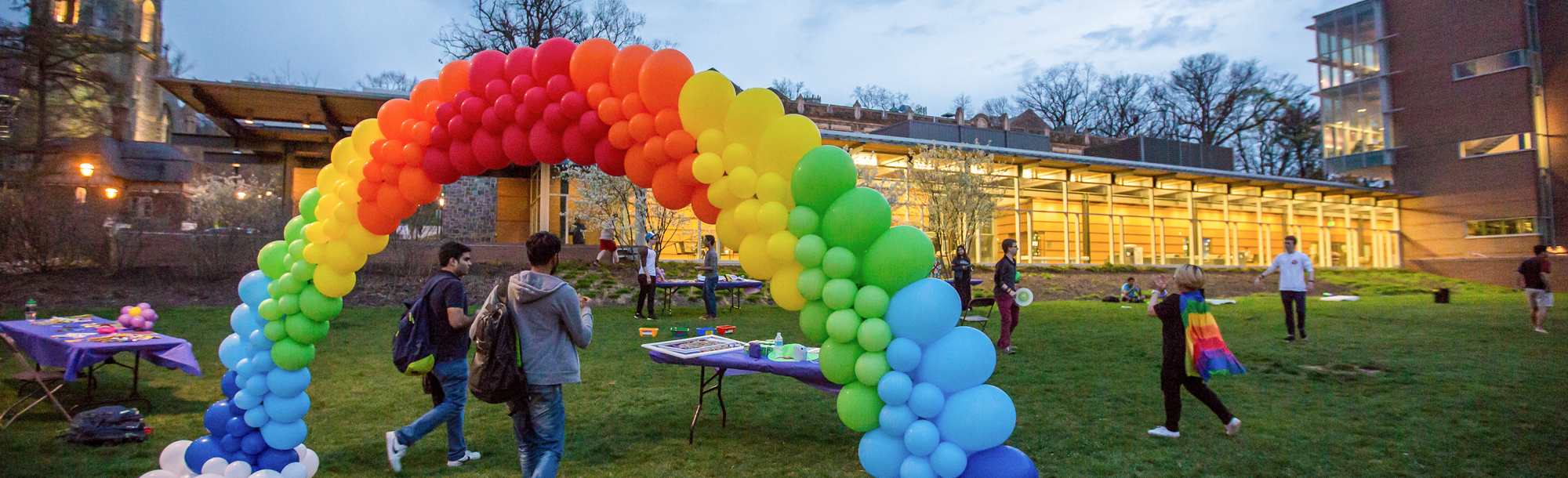 Balloon arch in rainbow colors
